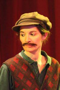 Elisa Puccini interpreta un uomo