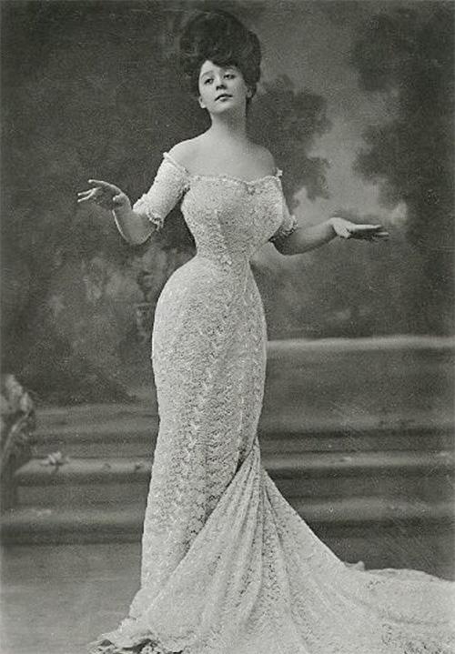 Camille Clifford in un'immagine del 1906