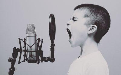 Esercizi per riscaldare la voce e le corde vocali.